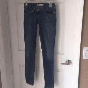 Juniors Levi's size 1  skinny leg jeans EUC